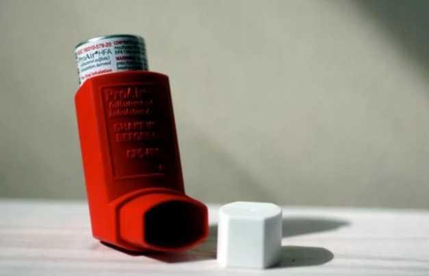 在夏季炎热和空气质量下降中控制哮喘
