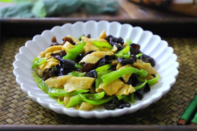 营养丰富低脂的食材烹饪到一起组成的美容神器