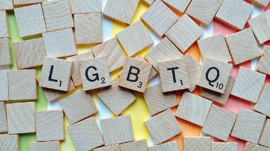 泰勒斯威夫特的新歌推动了对LGBTQ组织的捐赠