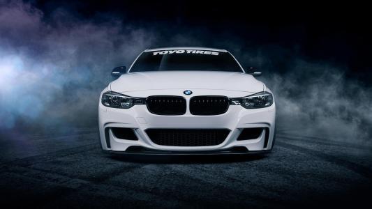 宝马推出了其有影响力的X6跨界多功能车的重新设计