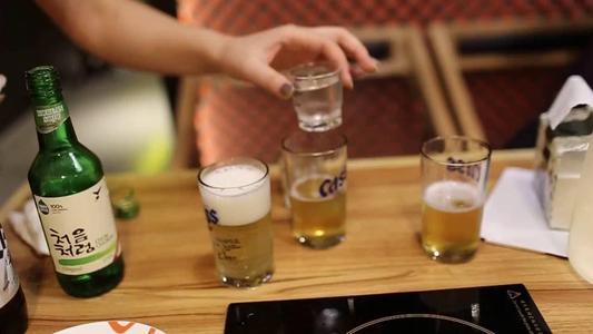 年轻人到底喜欢什么样的酒 这不只是国内酒饮创业的命题