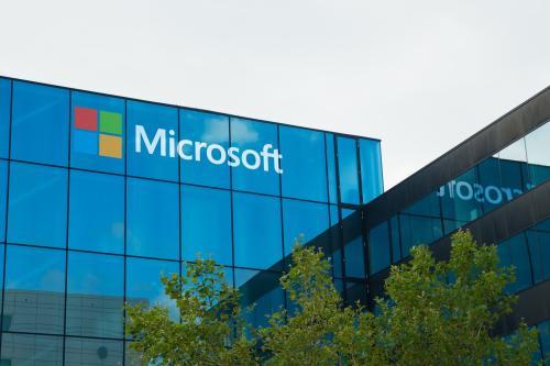 微软在欧洲开设了第一家零售店  就在Apple的街道上