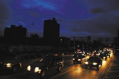 在部分纽约市停电后 电力恢复使数千人无电
