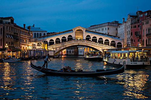 游客因在威尼斯大桥的台阶上制作咖啡而被罚款854英镑
