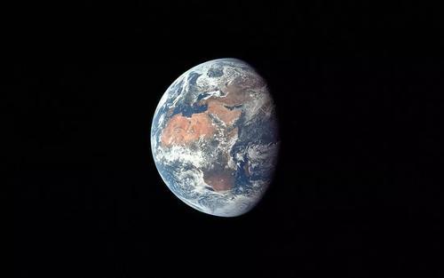 Nvidia周五发布的阿波罗11号 让我们看到月球表面的壮丽荒凉