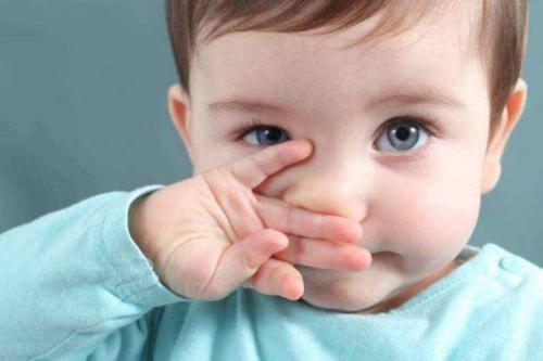 延迟脐带夹紧对健康婴儿有很多好处