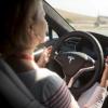 特斯拉认为即使开启了自动驾驶系统为安全起见车主也要时刻专注于驾驶