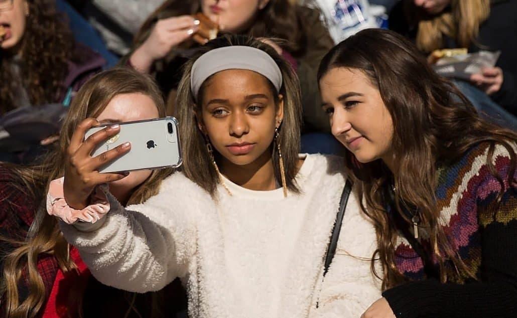 最新调查显示,美国青少年喜欢iPhone – 90%的人期望他们的下一款设备来自苹果