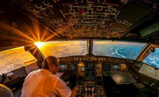 乘坐世界上第一架单喷气式民用飞机 西锐视觉喷气式飞机