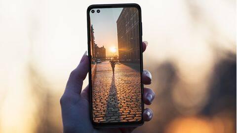 摩托罗拉最新的5G智能手机总共配备了六个摄像头