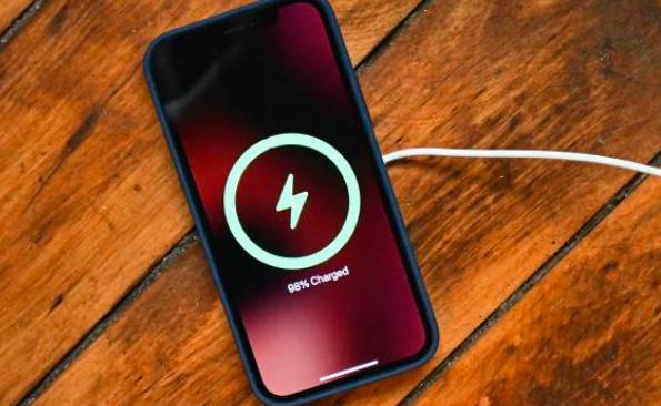 苹果iPhone 12 4G和iPhone 12 5G的耗电评测